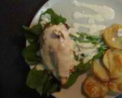 Γεμιστό φιλέτο κοτόπουλο με σάλτσα παρμεζάνα