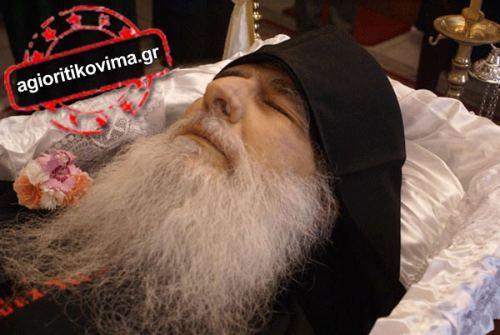 Το Άγιον Όρος αποχαιρετά τον γέροντα Μωϋσή (ΦΩΤΟ)