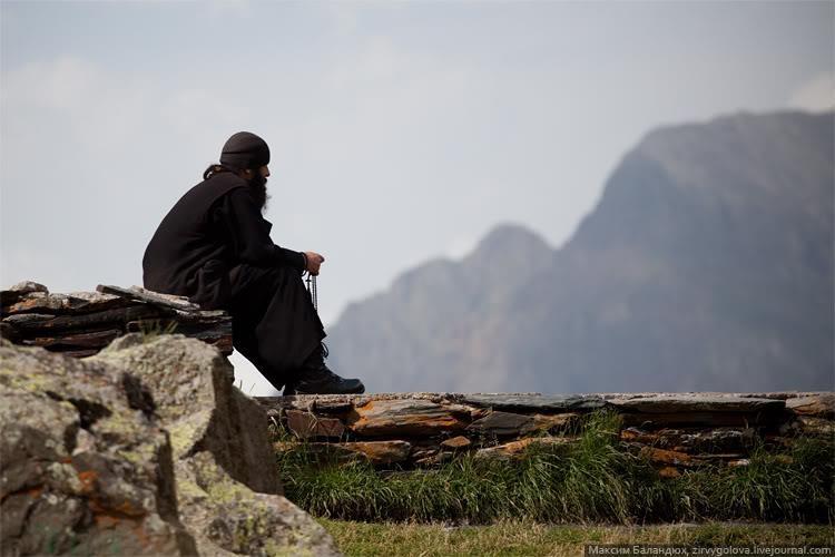 Αποτέλεσμα εικόνας για μοναχός κομποσκοίνι