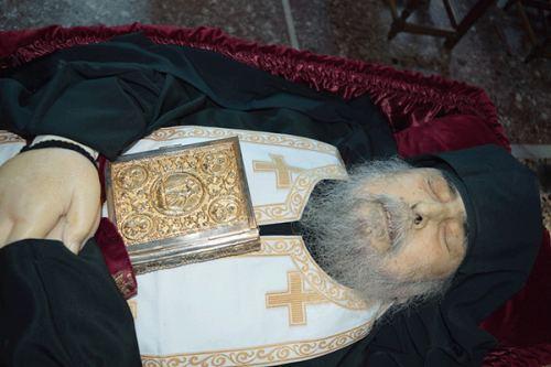 Ο Ύστατος αποχαιρετισμός στον γέροντα Γεώργιο Καψάνη σήμερα στο Άγιον Όρος