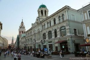 Часовня Николая Чудотворца бывшего Николаевского греческого монастыря с колокольней в самом сердце Москвы