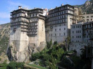 Ο π. Αθανάσιος Σιμωνοπετρίτης αφηγείται την ιστορία του μοναστηριού του (ΒΙΝΤΕΟ)