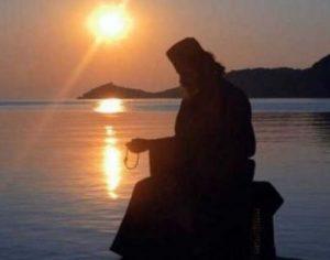 Προσευχή του Αγίου Όρους: Αν τη λέτε κάθε πρωί τίποτα κακό δεν θα σας αγγίξει!