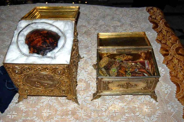 Αποτέλεσμα εικόνας για Τα αδιάφθορα λείψανα της Αγίας Μεγαλομάρτυρος Αικατερίνης