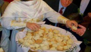 Είναι ευλογημένο να τρώμε αντίδωρο το πρωί και να πίνουμε αγιασμό
