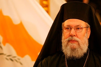 epa01040534 The Orthodox Archbishop of Cyprus Chrysostomos II gives a press conference in Italy, Rome, 16 June 2007.  EPA/CLAUDIO PERI