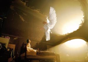 Αγγελοι προσκυνούν το Αγιο Ποτήριο