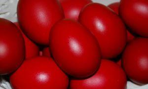 Μεγάλη Πέμπτη: Γιατί βάφουμε κόκκινα αυγά
