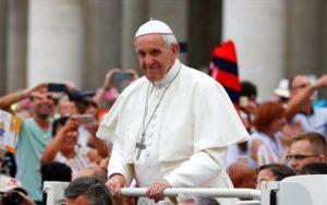 Βατικανό: Ο Φραγκίσκος έκανε δεκτούς πρόσφυγες που έφτασαν από τη Λέσβο