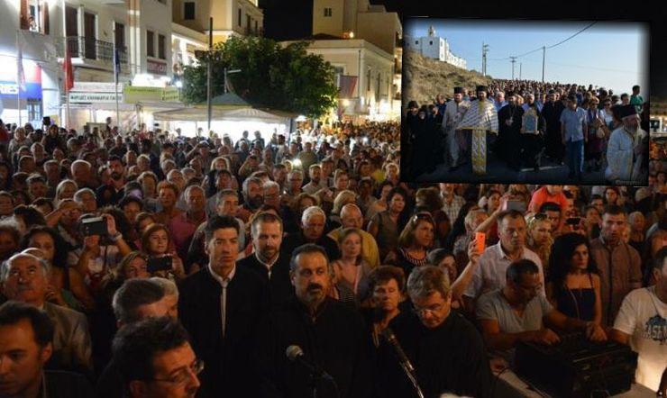 Παναγία Τήνου: 12.000 προσκυνητές συνέρευσαν στο νησί (ΦΩΤΟ)