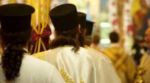 «Διάκοι, παπάδες και δεσποτάδες» (διάκονοι, πρεσβύτεροι, επίσκοποι): Το χάρισμα της ιερωσύνης