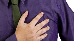 Πόνος στο στήθος: Πότε ευθύνεται το άγχος και πότε η καρδιά
