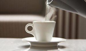 Ζεστό νερό: Ξεκινήστε να πίνετε – Δείτε που κάνει καλό