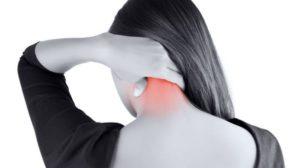 Πόνος στον αυχένα: Ξεπεράστε τον εύκολα με δύο απλούς τρόπους