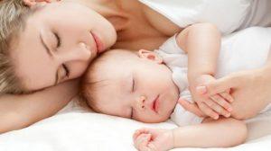 Η σημασία της ευχής «εις γυναίκα λεχώ» την πρώτη ημέρα από τη γέννηση