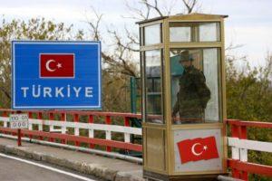 Μειώθηκαν οι οδικές αφίξεις των Τούρκων στις πύλες εισόδου του Εβρου