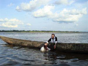 Βαπτίσεις Ορθοδόξων από τις φυλές των Μπαντού και των Πυγμαίων στον ποταμό Oubangui (ΦΩΤΟ)