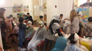 Παιδιά-πρόσφυγες ανεβαίνουν στο «Αερόπλοιο» για ένα διαφορετικό ταξίδι στον κόσμο της τέχνης (ΦΩΤΟ)