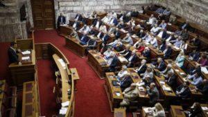 10 βουλευτές του ΣΥΡΙΖΑ διαφωνούν για το νομοσχέδιο για την αναδοχή από ομόφυλα ζευγάρια