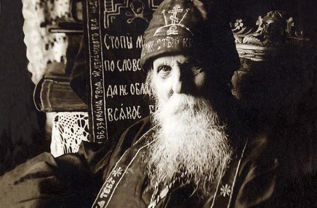 Ο Άγιος Σεραφείμ της Βίριτσα θεραπεύει έναν ολόκληρο θάλαμο ...