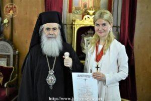 Ο Ιεροσολύμων Θεόφιλος παρασημοφόρησε την κυβερνήτη του Χάρκοβο (ΒΙΝΤΕΟ & ΦΩΤΟ)