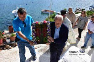 Τους Αγίους Κωνσταντίνο και Ελένη τίμησαν στο εκκλησάκι στην παραλία Καραθώνα (ΒΙΝΤΕΟ & ΦΩΤΟ)