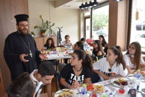 Ι.Μ. Μαρωνείας: Γεύμα σε μαθητές από Κομοτηνή και Λεμεσό (ΦΩΤΟ)