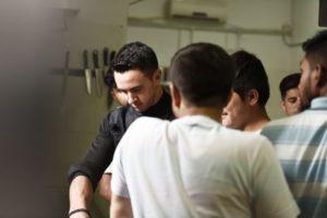 Ο Master Chef Λάμπρος Βακιάρος στην κουζίνα της «ΑΠΟΣΤΟΛΗΣ» (ΦΩΤΟ)