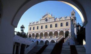 Στο ΣτΕ η κόντρα Εκκλησίας -Κυβέρνησης για το ίδρυμα της Ευαγγελίστριας της Τήνου