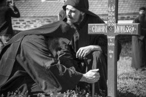 Άγιος Ιωάννης ο Χρυσόστομος: Πες μου, για ποιό λόγο κλαις με τόσο πόνο αυτόν που πέθανε;
