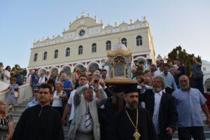 ΤΗΝΟΣ: Πάνω από 20.000 λαού στη Λιτανεία από το Ναό της Μεγαλόχαρης στο Κεχροβούνι (ΦΩΤΟ)