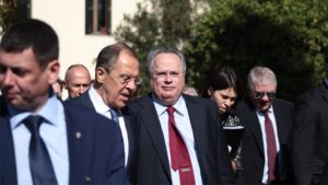 Τρέχουν και δεν φτάνουν στο Μαξίμου για τη γκάφα με τη Ρωσία