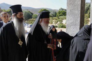 O Ιερώνυμος στη Μονή Νταού Πεντέλης για την πρώτη παράκληση στην Παναγία