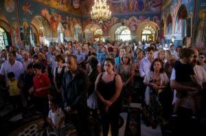 Δεκαπενταύγουστος: Συγκίνηση στη Θεία Λειτουργία στο Μάτι (ΦΩΤΟ)