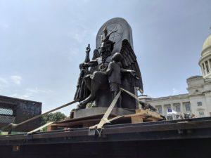 ΗΠΑ: Τοποθέτησαν άγαλμα του σατανά στο Καπιτώλιο του Αρκάνσας (ΒΙΝΤΕΟ)