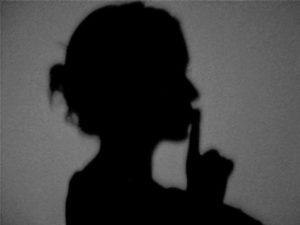 «Κλεινέ το στόμα εκείνου που κατηγορεί»