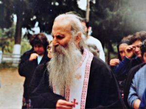 Ο Αγιος Χαράλαμπος θεραπεύει τον Γέροντα Ιάκωβο Τσαλίκη