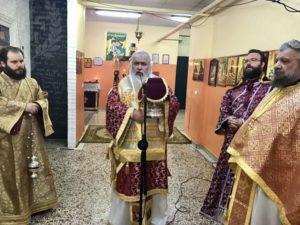 Στο Ναό που φιλοξενείται μέσα σε σχολείο λειτούργησε ο Νεαπόλεως Βαρνάβας (ΦΩΤΟ)