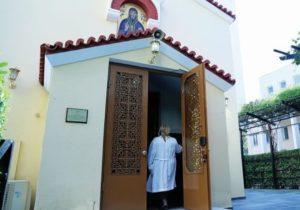 Η ΠΟΕΔΗΝ καταγγέλλει το σπάσιμο εκκλησιών στα νοσοκομεία