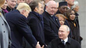 Τραμπ-Πούτιν σε θερμή χειραψία στο Παρίσι (ΦΩΤΟ)