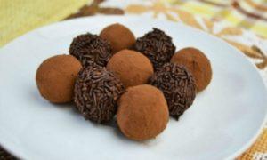 Χριστουγεννιάτικα σοκολατάκια: Τρούφες που λιώνουν στο στόμα!