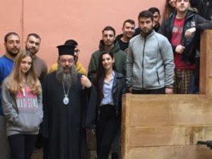 Δέματα με τρόφιμα μοίρασε σε φοιτητές ο Χίου Μάρκος (ΦΩΤΟ)
