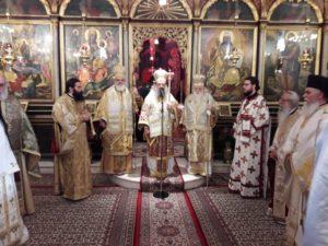 Ιεράρχες και λαός ευχήθηκαν στον Καλαβρύτων Αμβρόσιο (ΦΩΤΟ)