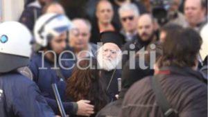Κρήτη: Αναρχικοί προπηλάκισαν τον αρχιεπίσκοπο Ειρηναίο