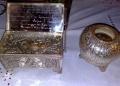 Λείψανο των Αγίων Κοσμά του Αιτωλού (αριστερά) και του Μεγάλου Βασιλείου (δεξιά). Ιερός Ναός Αγίων Βασιλείου και Κοσμά Αιτωλού Νέας Φιλαδέλφειας.