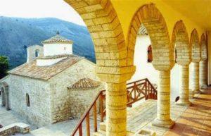 Ορθόδοξα μοναστήρια στις αλβανικές ακτές του Ιονίου (ΦΩΤΟ)
