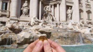 Ρώμη: Τσακώνονται Ρωμαιοκαθολική εκκλησία και δήμος για τα νομίσματα στη Φοντάνα ντι Τρέβι