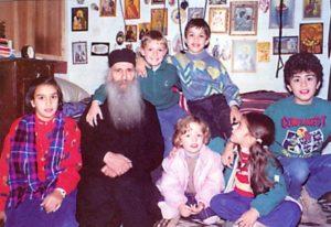 Άγιος Γέροντας Ιάκωβος Τσαλίκης: Για σας τους παντρεμένους κομποσχοίνια και μετάνοιες είναι τα παιδιά σας