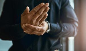 Μούδιασμα χεριών: Οι πιθανές αιτίες