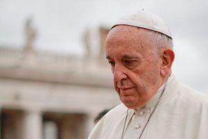 Αρρωστος ο Πάπας Φραγκίσκος – Ανησυχία λόγω κορονοϊού